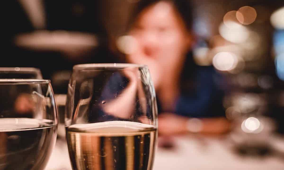 デート,グラス,位置,料理,シェア,間接キス